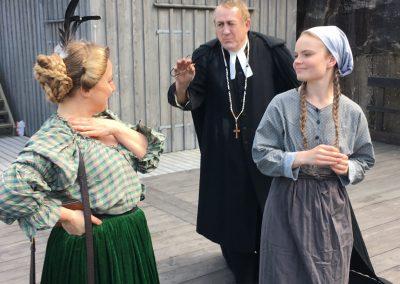 Hanna spelad av Ida Myrhman med Simson och Fru Aurelia